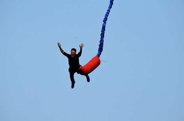 Why people are experiencing bungee jumping?