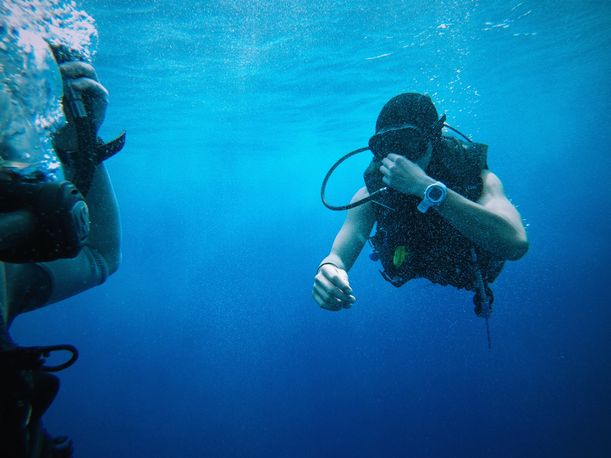 how to get professional scuba diving lessons for beginners